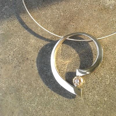 Zilveren gesmeede hanger met zilveren collier € 155