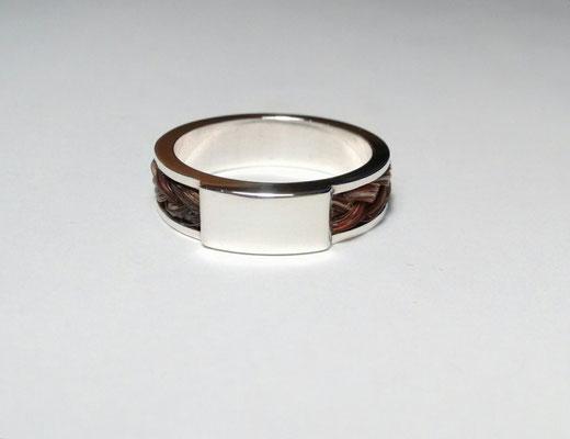 Zilveren ring met paarden haar vlechtje en zirkonia vanaf € 190
