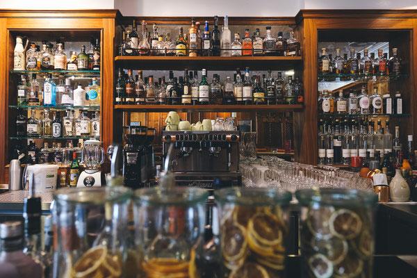Gut bestückte Bar im Hotel Eisvogel in Bad Gögging, © Tourismusverband Ostbayern e.V., @well_outside