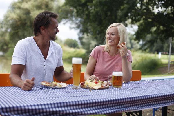 Biergarten an der Fähre bei Eining_copyright esk-foto