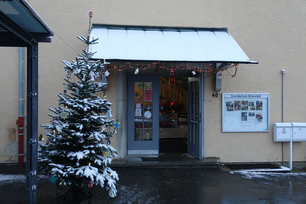 Eingangstüre Grundschule Bibersfeld