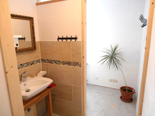 Badezimmer mit Waschtisch