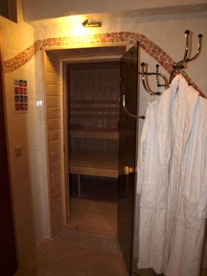 """Eingang der Sauna zwischen der """"MultiKulti"""" und der """"Winzerwohnung"""""""
