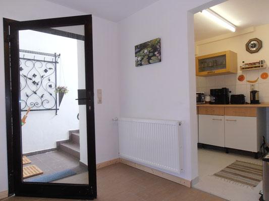 Eingang mit Garderobe und Spiegel