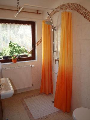 Duschbad der Sauna und des Zusatzbettes im MultiKulti Wohn-/Schlafzimmer