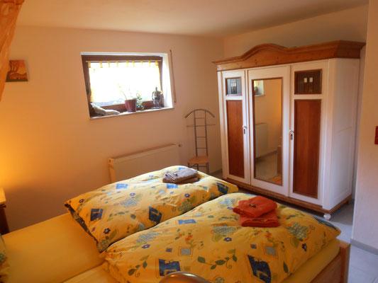 Schlafzimmmer mit Kleiderschrank