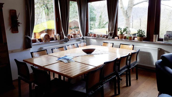 Esstisch für 14 Gäste im Wohn-/Esszimmer