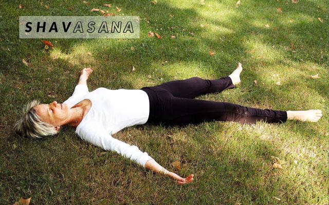 Shavasana (cadavre)  posture de relaxation et de yoga