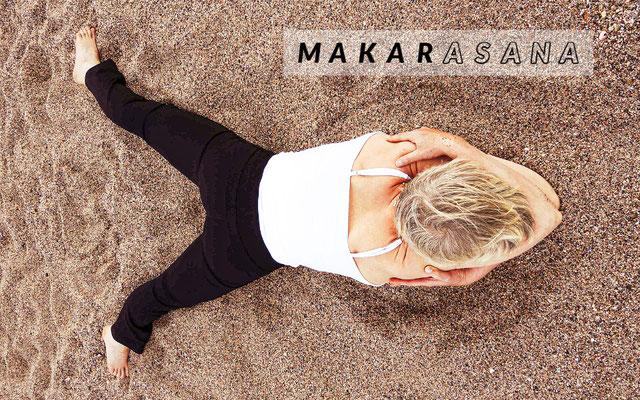 Makarasana (crocodile) posture de relaxation et de yoga