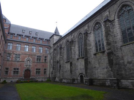 Tournai - Bisschoppelijk Seminarie met de kerk van de Jezuieten