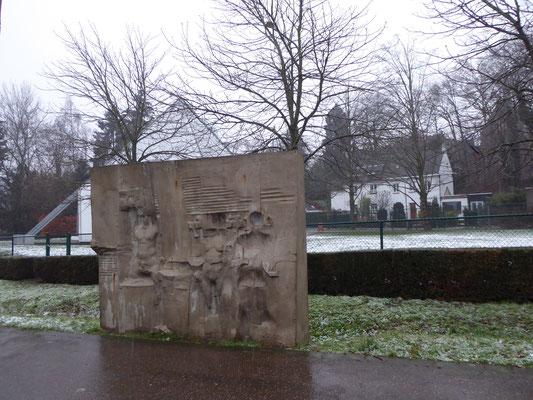 Heerlen - Billenniummonument - reliëfplaat aan de noordkant van het pad, een oude weg naar Kerkrade.