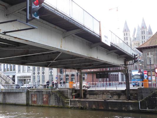 Doornik - de liftbrug over de Schelde bij de Rue Royale