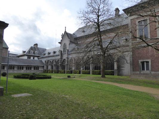 Tournai - pandgang van de voormalige Sint-Maartensabdij