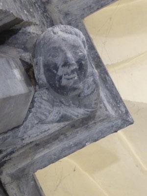 Tournai - Onze-Lieve-Vrouwekathedraal - Jezus!? Kijkt hij of het tijd is om terug te komen?