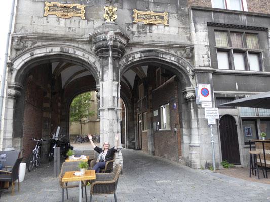 13 juni 2020: verbreed terras bij de Kerkboog - eind coronacrisis?