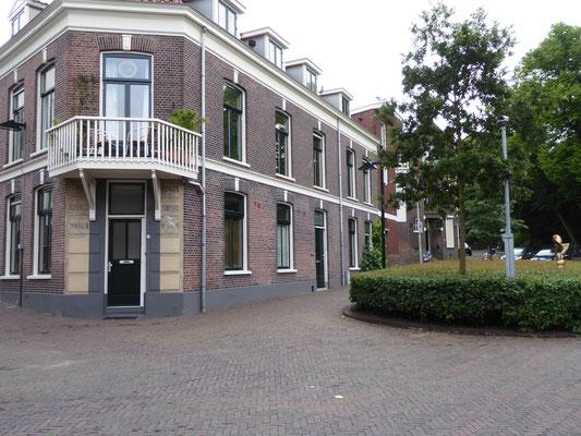 Het pleintje bij de Kroonstraat, Pijkestraat en Parkweg.