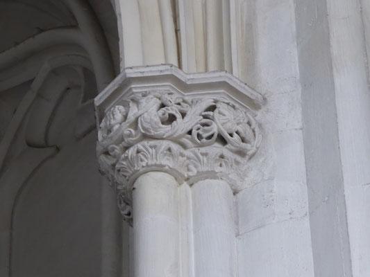 Stevenskerk - zuidzijde kapiteel kopje met tritonen