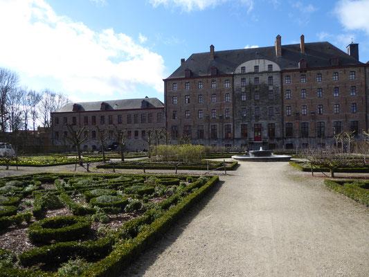 Doornik - het bisschoppelijk paleis en oude seminarie van Choiseul