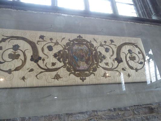 Doornik - Sint-Brixiuskerk - het borduurwerk op de groene energielijn.