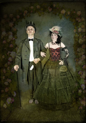Monsieur Kackschiss und Mademoiselle Pipistrulla gehen in die Oper - Foto Christine von Diepenbroek - Kostüme J.B und Susanne Jeroma, Bearbeitung Susanne Jeroma Mit Jean Baptist K. - 2010