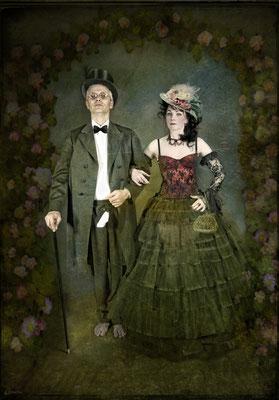 Monsieur Kackschiss und Mademoiselle Pipistrulla gehen in die Oper - Foto Christine von Diepenbroek - Kostüme J.B und Susanne Jeroma, Bearbeitung Susanne Jeroma Mit Jean Baptist K.