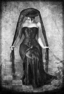 Foto und Kostüm Christine von Diepenbroek - Bearbeitung Susanne Jeroma