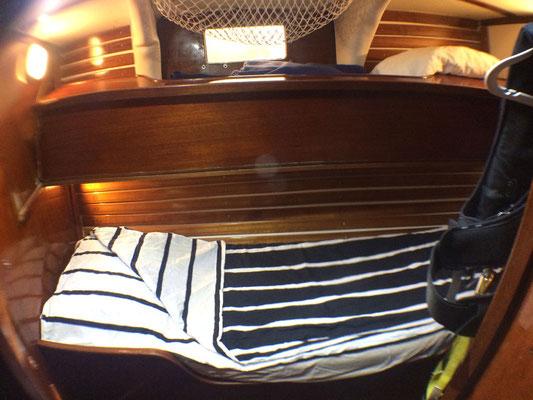 Mittschiffs Bb. mit Etagenkoje zum wegklappen