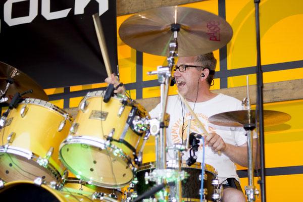 Drummer Holgi gibt bei Castrock den Takt an