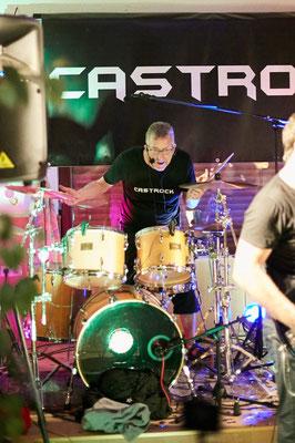 "In Insiderkreisen heißt Castrock-Drummer Holgi ""Bam-Bam"" - aus Gründen :)"
