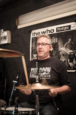 Holgi  - Castrocks Multi-Task-King: Drums, Sound und Backvocals