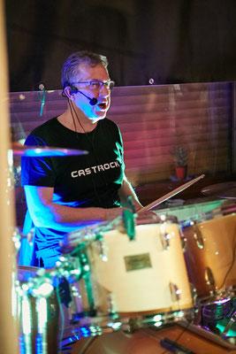 So bedächtig und ruhig. Ein seltener Moment von Castrock-Drummer Holgi