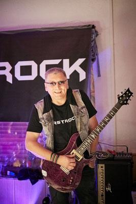 Ein strahlendes Lächeln für die Kamera von Castrock-Gitarrist Hansi