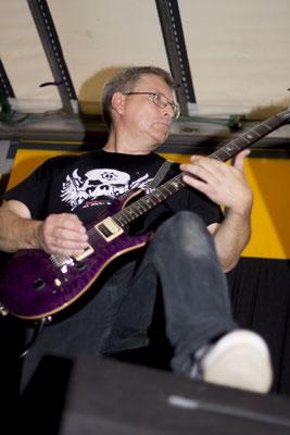 Blieb cool trotz karibischer Verhältnisse: Castrock-Gitarrist Hansi beim LDSV Musiksommer
