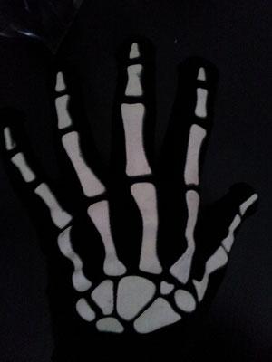 Zubehör/ Skelett-Handschuhe, gestrickt, leuchten im Dunkeln, Fr. 3.-