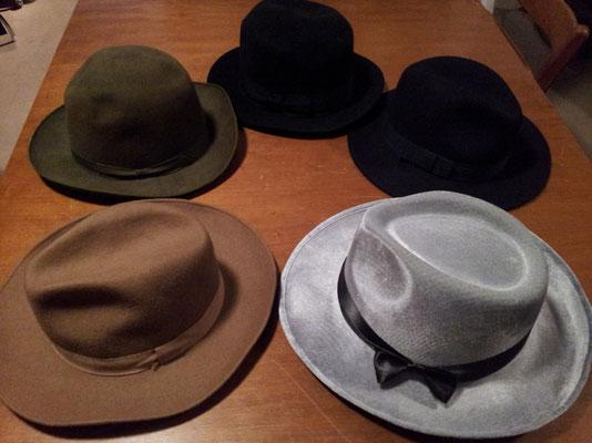 Diverse Hüte, Fr. 4.50 / Fr. 5.50