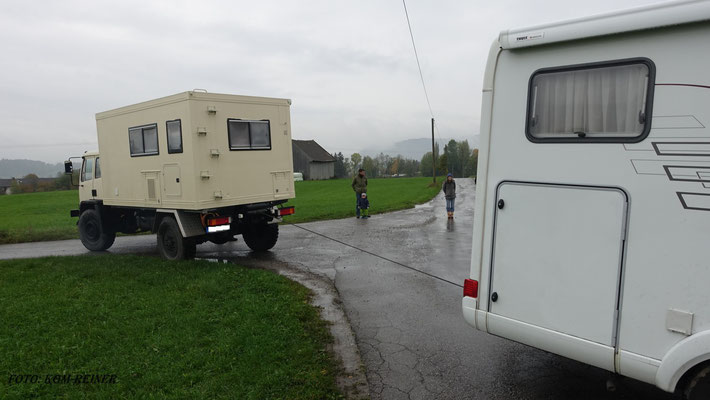 Leider war das Wetter so bescheiden, dass sogar das Wohnmobil aus dem Schlamm gezogen werden musste. Wärd Ihr lieber mit dem DAF angereist!