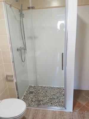 Fertiger Umbau der Badewanne zur ebenerdigen Duschkabine