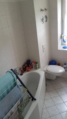 Ursprungszustand des Badezimmers mit Badewanne