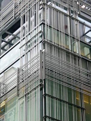 東京都新宿区(複合施設);アルティマ防鳥ワイヤー