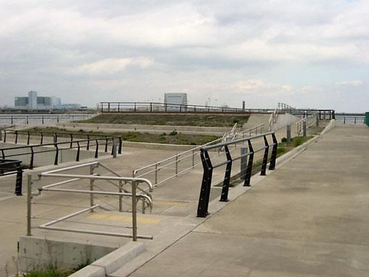 神奈川県川崎市(海岸);2006年8月設置 ; ワイヤーテンド