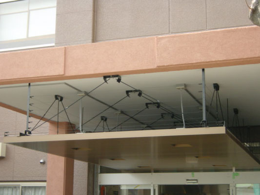 UR都市宅機構 ;2009年10月設置 ; アルティマ防鳥ワイヤー