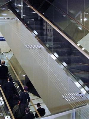 東京都港区(複合商業施設);2007年1月設置 ; ワイヤーテンド