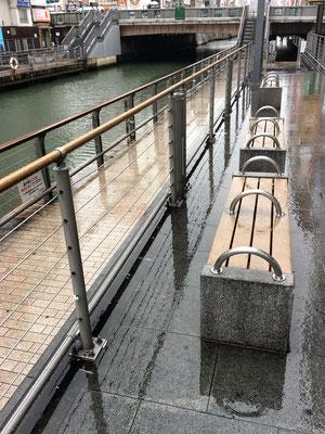大阪府大阪市(道頓堀) ; 2005年11月設置 ; ワイヤーテンド