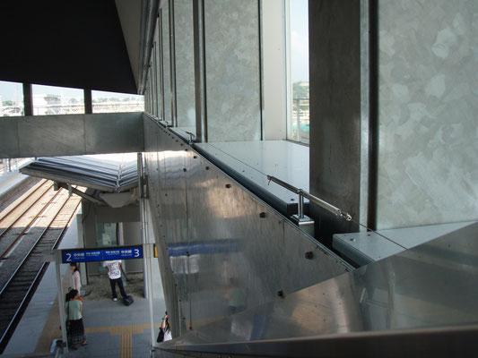 JR中央線「竜王駅」; 2008年7月設置 ; 支柱(ビス用)