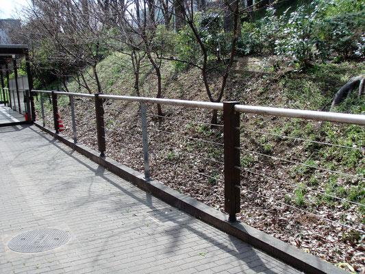 東京都新宿区(学会会館) ; ワイヤーテンド