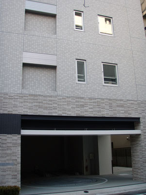東京都豊島区(集合住宅);2010年12月設置 ; アルティマ防鳥ワイヤー