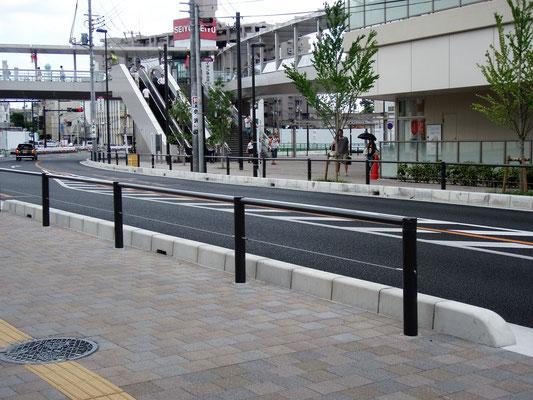 狭山駅西口;ワイヤーテンド