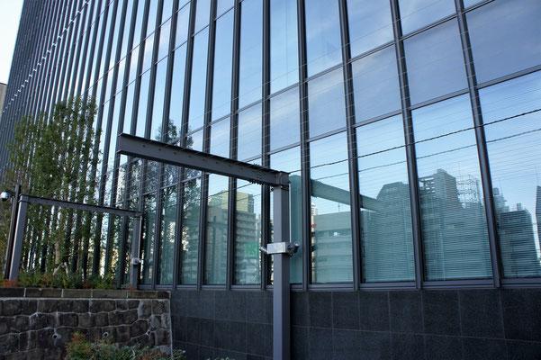 淡路町二丁目西部地区再開発(東京都);2013年6月設置;ターンバックル(φ3SUSワイヤー仕様)