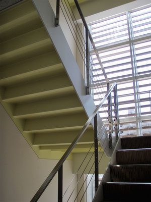 東京都墨田区(某企業本社ビル) ; 2006年8月設置 ; ワイヤーテンド