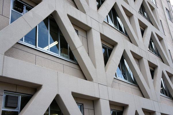 埼玉県庁本庁舎;2010年4月設置 ; アルティマ防鳥ワイヤー/支柱UBS-T0(ビス用)